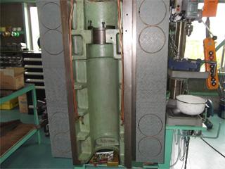 写真:マシニングセンター主軸台摺動面 ~産業機械のメンテナンス/山崎マシンテック株式会社