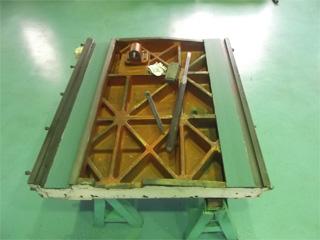 写真:ロータリー研削盤スライド摺動面 ~産業機械の修理・改造・据付/山崎マシンテック株式会社